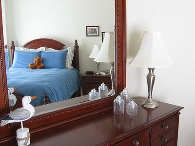 guong1 Khi gương phản chiếu giường ngủ